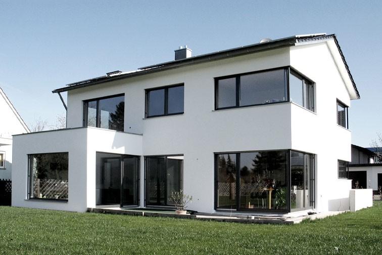 Satteldachhaus in den Auen